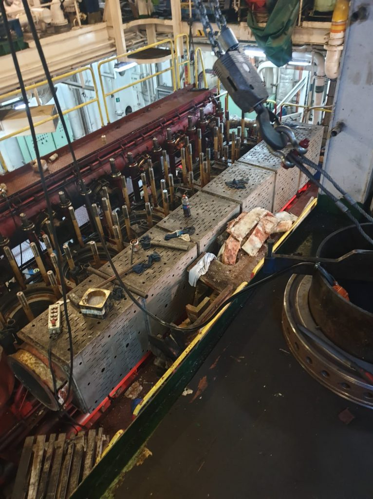 removal of all cylinder heads - man b&w main engine
