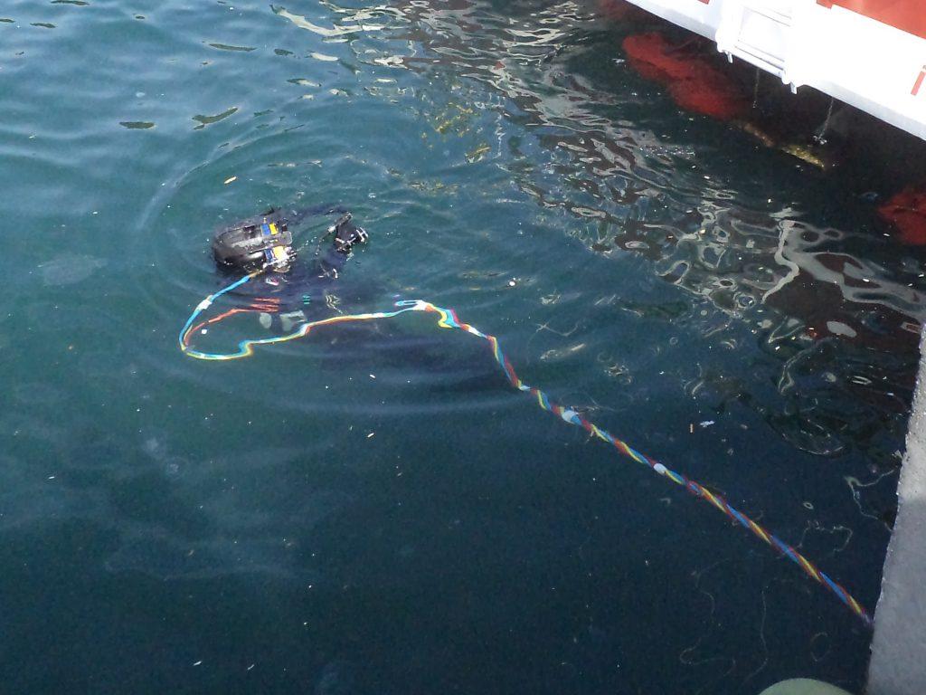 underwater ship bottom cleaning