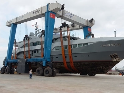 yacht lifting