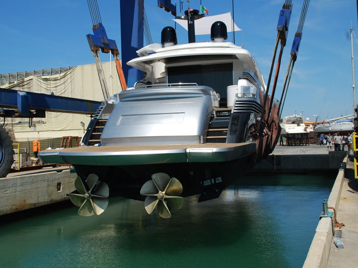 yacht lifting for maintenance
